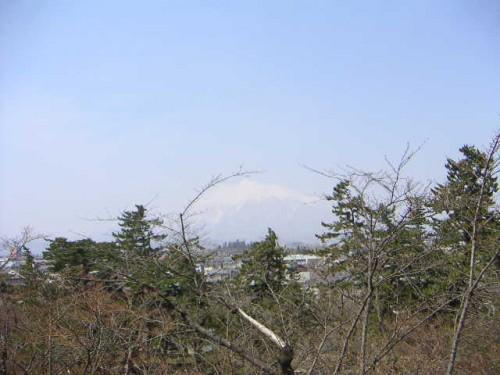 弘前公園から岩木山を望む