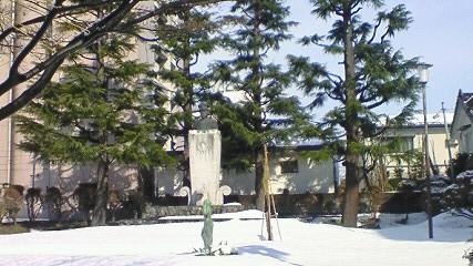 山本五十六の生家に建つ銅像
