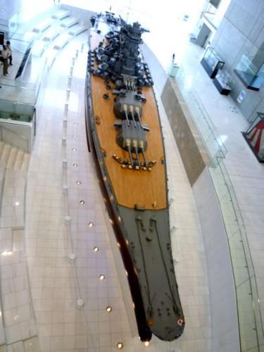一階ホールにある全長26.3メートル(10分の1)モデル
