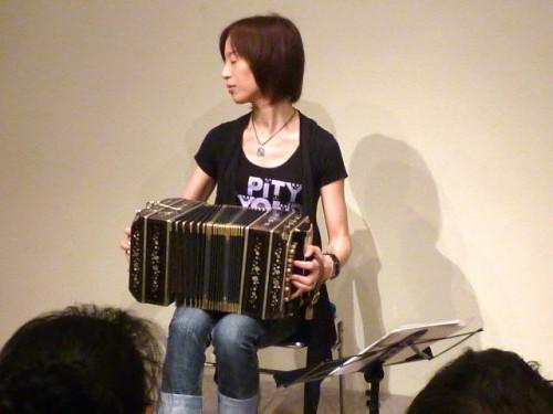 世界で活躍する小川紀美代さんの演奏
