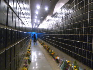 犠牲者の名前一覧の回廊
