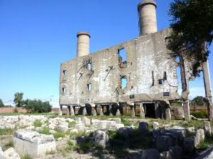 敷地併設の発電所跡:自ら破壊して撤退