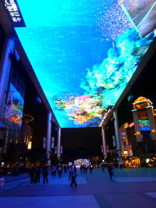 LEDでの天井映像(200メートル×20メートル)