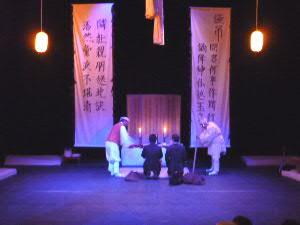 コンカリーニョでは、光州演劇協会の「タシラギー再生ー」、開演前に観客も弔問?