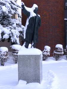 会場外の「黒澤酉蔵」記念像