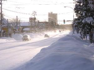 早朝の幹線道路