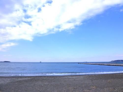 新春の館山市鏡ヶ浦から望む海