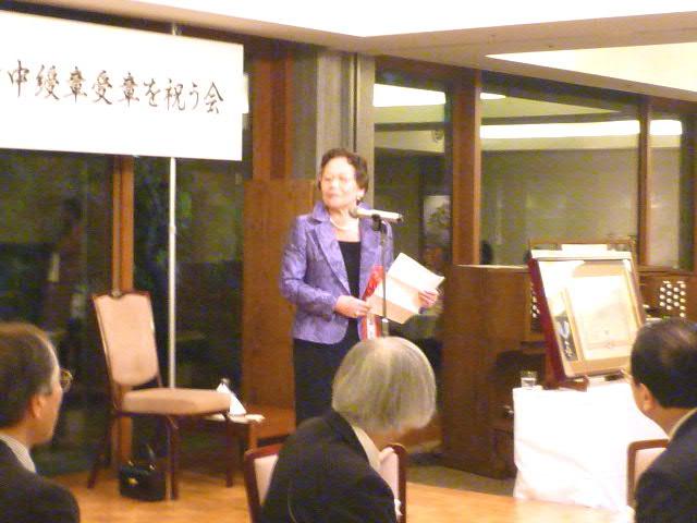 ご挨拶する湊晶子先生 ご挨拶する湊晶子先生 ご出席者の中、湊先生の神戸の高校時代の恩師・天満美.
