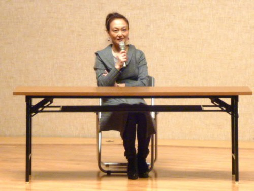 舞台で語る佐々木さん