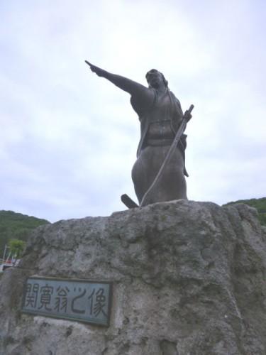 旧陸別町駅前に建つ「関寛翁之像」
