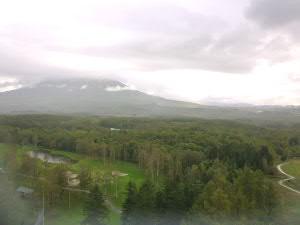 羊蹄山はあいにく曇り空