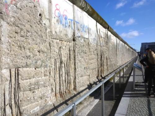 ナチス秘密警察本部前の壁