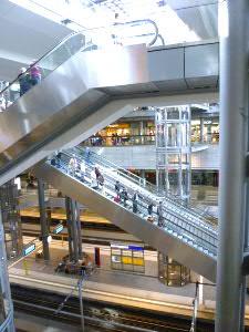 ベルリン中央駅:開放系5段構造