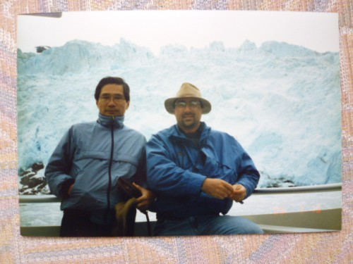 アラスカの海で、氷河を背景にkevinとともに