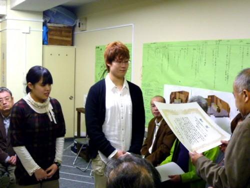 新人賞:劇団アトリエの役者・小山佳祐さん(右)と役者・柴田知佳さん