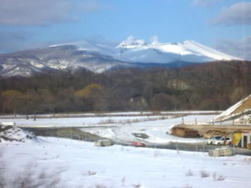 遠くに冬の樽前山