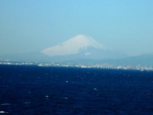 早朝の富士山:東京湾アクアラインから