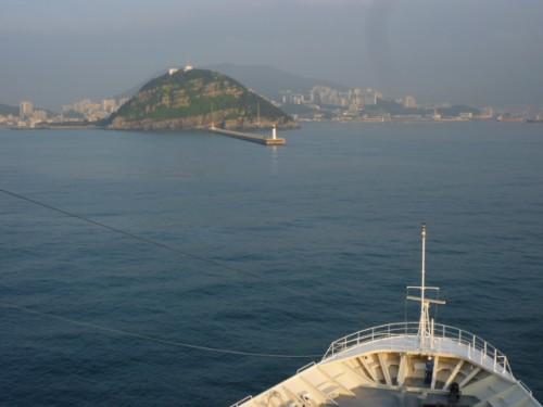 釜山港に入港、1時間前