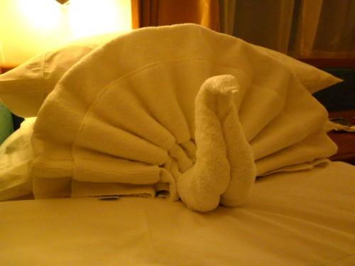 客室ベッドには、日替わりでタオルで作った動物が