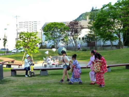 北海道神宮・例大祭の頃、円山公園「母子像ふるさと」周辺