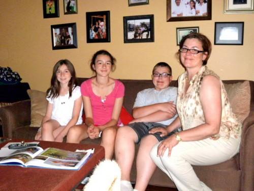 左から二女の、長女の、長男の、奥さまのMariaさん
