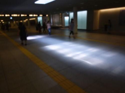 駅前地下通路:ひと際明るいエリア