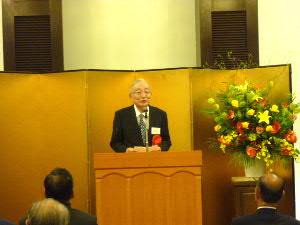 受賞者の寺崎昌男 先生