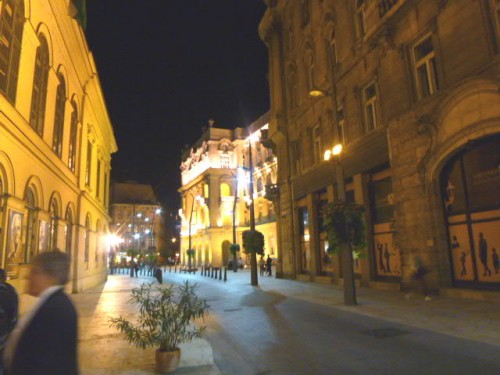 会終了後に玄関を出て見ると、雰囲気のある街並みの路地
