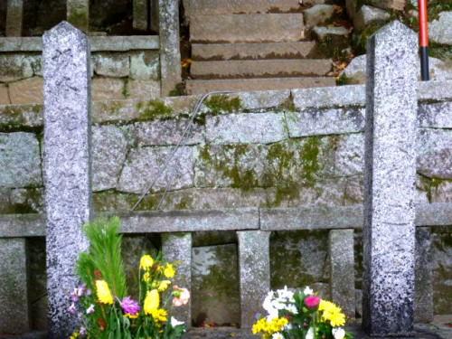 左:坂本龍馬、右:中岡慎太郎の墓