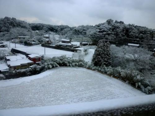 高速道路から房総の雪景色