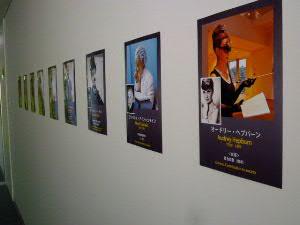 廊下には社会貢献に尽力された歴史上の人物たち