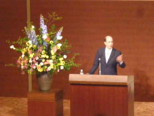 基調講演で熱く語るルース駐日米国大使