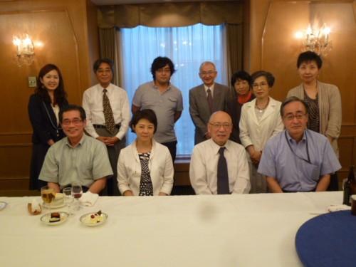 目加田説子さんと主催者との夕食会で