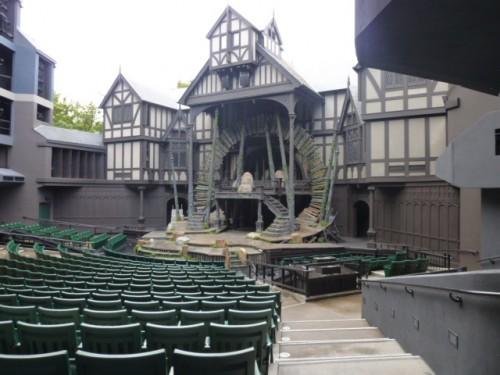 エリザベス野外劇場(1190席)