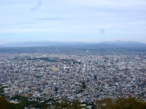 藻岩山山頂から市内中心部を望む