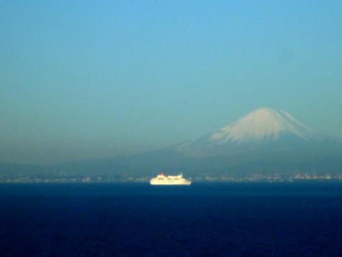 初春の東京湾から