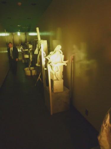 サンピアザ劇場入り口はひと時ロボット回廊に!