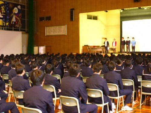 札幌市中央区宮の森中学校体育館で