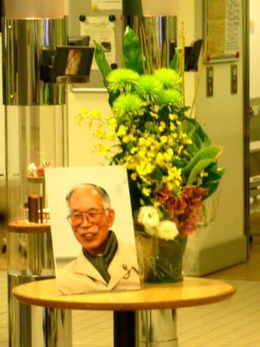 前日ご逝去された藤田先生の遺影も会場に