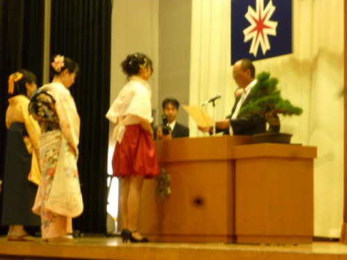 六華同窓会顕彰授与、小砂憲一会長から