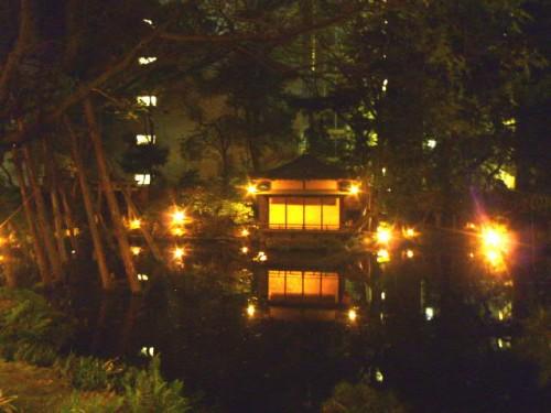 「浮月楼」中庭の池