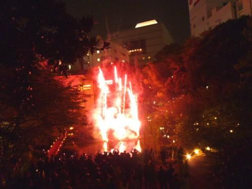 町なかの「浮月楼」の名物打ち上げ花火