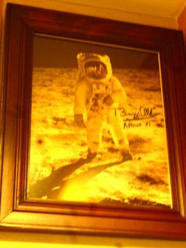寺島文庫所蔵のマイケル・コリンズ宇宙飛行士サイン入り