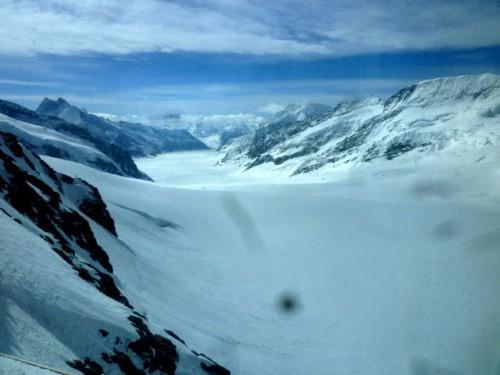 トップ・オブ・ヨーロッパから南を望む:大氷河が続きます