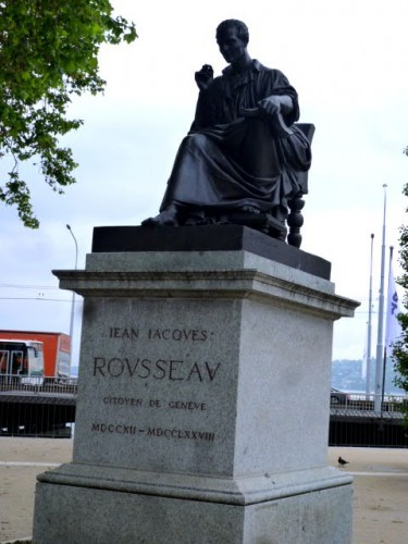 ジャン・ジャック・ルソーの坐像