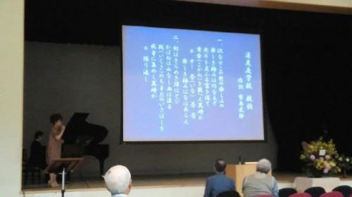 札幌遠友夜学校校歌の紹介:伊藤めぐさんと宮澤洋子さん(ピアノ)