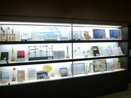 ホール前のホワイエにある記念展示スペース