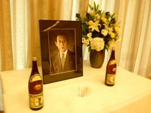 祭壇には日本酒