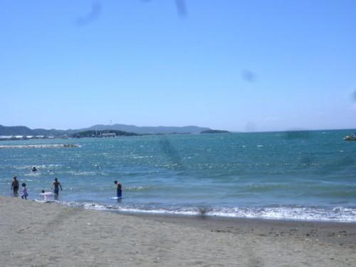 日中は海水浴の千葉県館山市北条海岸