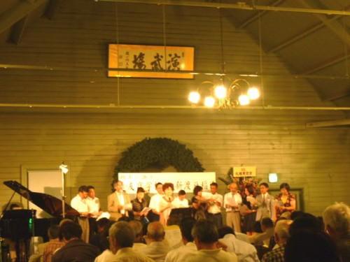 参加者全員で遠友夜学校の校歌合唱!
